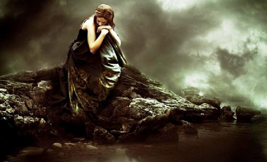 इतक्या का नाजूक झाल्या आहेत  आपल्या भावना…? येता-जाता दुखावल्या जातात आजारी पडतात