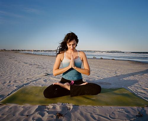 प्राणायाम आणि योगक्रिया यांच्या अभ्यासानेही आपले आरोग्य फिट राखता येईल.