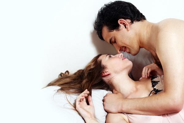जीवनातील पहिल्या संभोग क्रियेच्या वेळी कोणत्या अडचणी अनुभवास येतात?