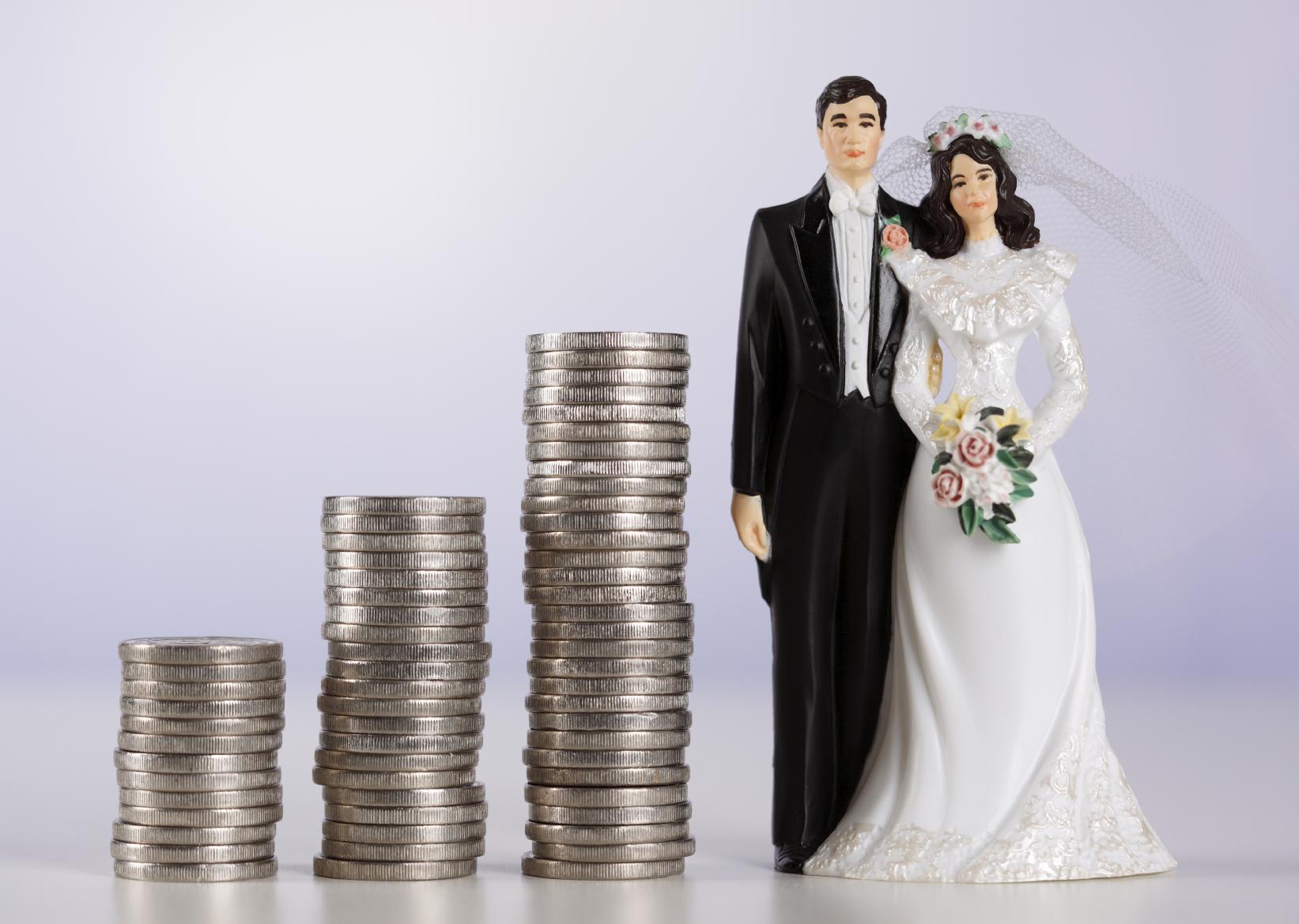 कसे असायला हवे लग्नानंतरचे मुलींचे आर्थिक स्वातंत्र्य ?