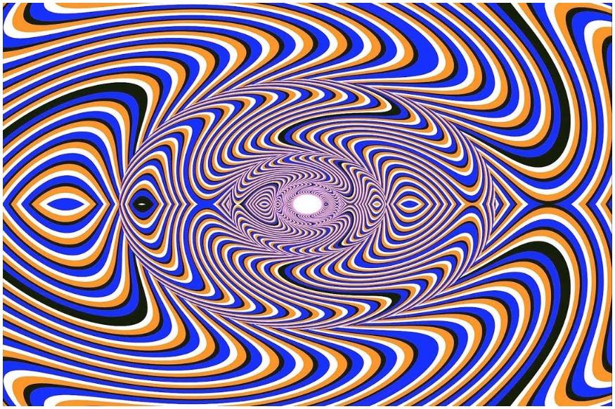 या आकृत्या कधी गतीने फिरताना दिसतात तर कधी त्यांची गती मंदावते.